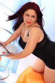 Mimi die mollige Escort Lady Berlin mit XXL Brüsten